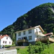Eide Gard - hovudhus og kafebygg